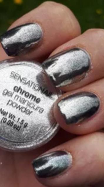 Magisch glänzende Chrom-Nägel mithilfe von Chrom-Gel-Pulvern zaubern